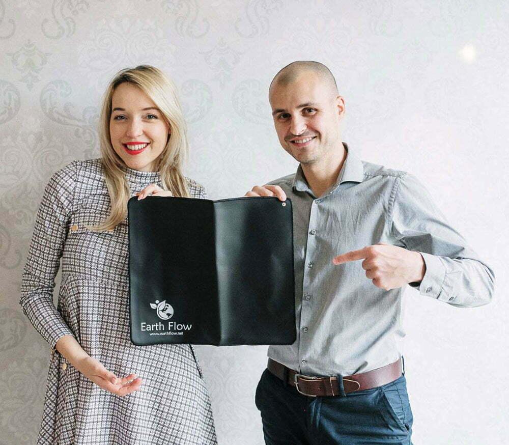Ozemljitvena podloga za stol Earthflow - Nadja Ogrinc in Nejc Volarič